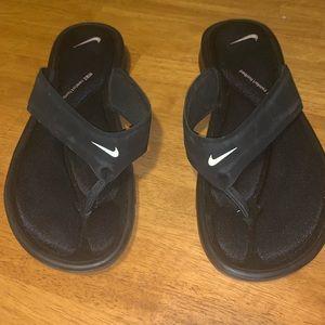 Nike cushioned thong sandals GUC